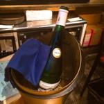72009926 - 白ワインボトル