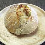 72011985 - 3色豆パン   291円