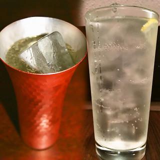 レモンサワーや高圧ソーダのハイボール、生ビールなど豊富