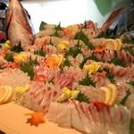鳥羽グランドホテル - 料理写真:新鮮なお造りの盛り合わせ(一例)