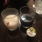 朝日寿司 総本店 - 杏仁豆腐とコーヒーゼリー。選べるのはひとつだけですよ。