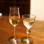 酒盃 - 雪の茅舎 8年熟成純米(左)と 製造番号酒(右)