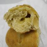 キッチンハウスにちにち - 玉ねぎとチーズのパン 断面