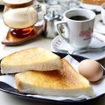 喫茶 マロン - この雰囲気で頂くパンはとても美味しく感じました。 ふわっとカリっとしてましたよ〜〜