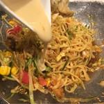 中華香彩JASMINE口福厨房 - ゴマだれが別皿に付いているので、半分食べたら味変します。