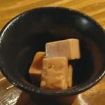蕎麦角ヤ - お通し(チーズ醤油漬)
