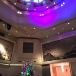 陽明殿 - 高い天井に大きな山水画