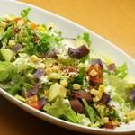 島たいむ がんじゅう - 紅芋とアボカドのシーザーサラダ