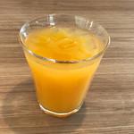 ステーキのどん - 食前のオレンジジュースで、一息つく