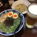 博多らーめん ShinShin - セット ビールも飲めて1200円 イイね