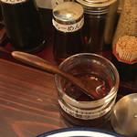 博多らーめん ShinShin - 自家製ラー油 入れるとイイ意味で荒々しくなって よくなった