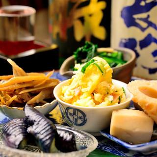 できる限り、愛知県産にこだわった季節の食材を仕入れています