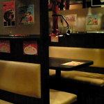 だるま - 【'11/03/22撮影】店内のテーブル席の風景です