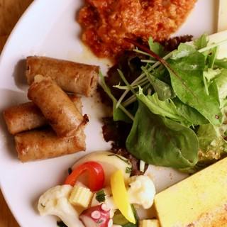 スペイン料理といえば≪タパス料理≫6種の盛り合わせがお勧め!