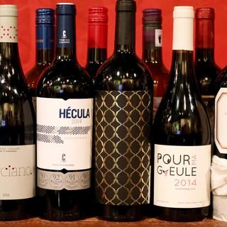 10種類以上のグラスワインが500円から楽しめる
