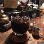 森彦 - 水出し珈琲 @680円 テーブルの上のインテリアも雰囲気を醸し出していて、お店全体がとってもフォトジェニック。