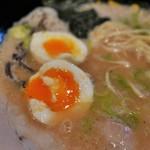 豚骨ラーメン 三福 - 味付玉子