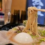 豚骨ラーメン 三福 - 麺リフト