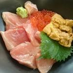 72039359 - 本マグロ3色丼