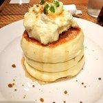 ザ・フレンチトーストファクトリー - シフォンパンケーキ(メープルシロップかけ後) ¥950(税別)