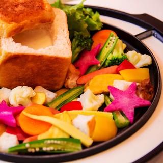 当店人気!野菜たっぷりキューブ型濃厚クリームチーズフォンデュ