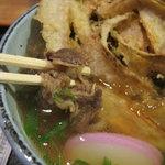 うどん和助 - 肉ごぼうのアップ