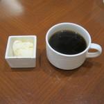 72050266 - 「アイスクリーム」と「コーヒー」です。
