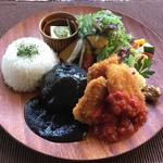 京都 れとろ洋食 LOCAVO - ハンバーグ&チキンカツ