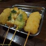 串かつ龍 - 右から海老、ブロッコリー、山芋、肉詰めピーマン。お値段は全て1本200円。(2017/7/22)