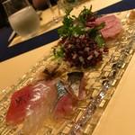 72055147 - 前菜。鰯、鮪、鯛、アカニシ貝のカルパッチょ。