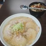 ウリナム食堂 - ノムノムこってりチャーシュー麺大盛&ウリ飯