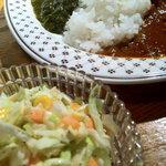 ハウリン - コールスローサラダと2色カレー