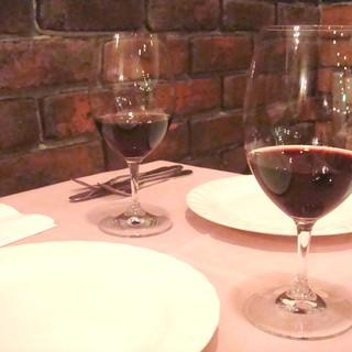 イタリアから直接仕入れた、ガウダンテオリジナルワイン