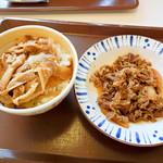 すき家 - 豚丼並盛と牛皿並盛