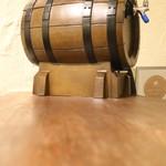 トルコ料理&地中海料理メッゼ - ワイン樽