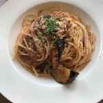 レストラン カステッロ - ミートソースと揚げ茄子のスパゲッティ