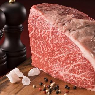赤身が最高の沖縄県産もとぶ牛。農林水産大臣最優秀賞を受賞。