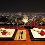 モンジュイック - 内観写真:大切な人と特別な夜に 絶景とともにおいしい料理を