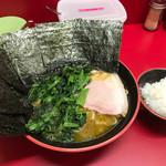 横濱家系ラーメン 勝鬨家 - ラーメン+ほうれん草+海苔+半ライス 多め、硬め
