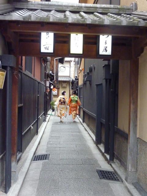 祇園NITI - 露地の奥の右手にNITIがあります