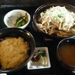 ほたる   - エリンギと豚トロのネギ塩炒め定食@930