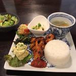 blue dot cafe - お昼はプレートランチ(980円税込)のみです。