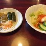 チャイナ15 - 搾菜、漬物とサラダ 〜酢豚定食  750円