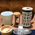紅鶴 - 紅茶をホットで注文すると砂時計で抽出時間をアドバイス