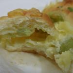 サンドッグイン神戸屋 - 宮崎県産枝豆とチーズ;アップ