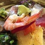 72074735 - 海鮮丼別角度2