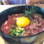 馬肉と酒 生肉専家 TATE-GAMI - うまとろ&ユッケ欲張り2食丼850円