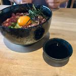 馬肉と酒 生肉専家 TATE-GAMI - お好みでニンニク醤油で召し上がれ