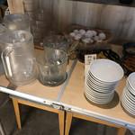 個室 霜降り肉寿司食べ放題 タテガミ - 食べ放題コーナーで お水もセルフ