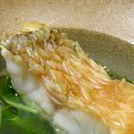 TTOAHISU - *アマダイの鱗はカリッと揚がり美味しいですね。 スープは「アサリ」「蛤」の出汁で取られ、葱油がかけられています。これも「和」のお料理を頂いている感覚でした。
